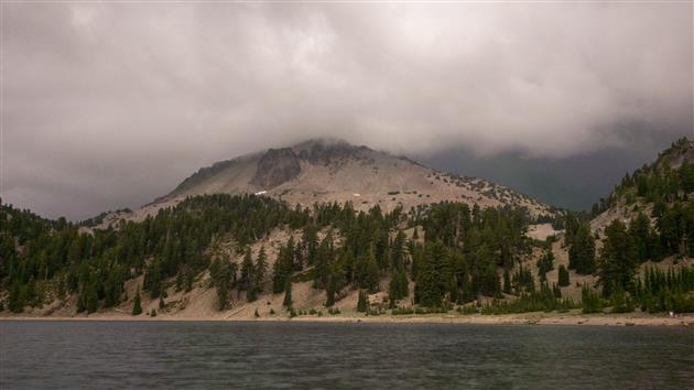 Storm builds over Lassen Peak (Timelapse)
